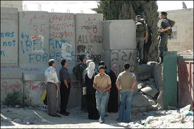 20120711-800px-Checkpoint_near_Abu_Dis.jpg