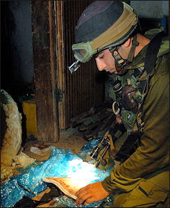 20120711-Israel_Defense_Explosive_Belt_Water_Heater.jpg