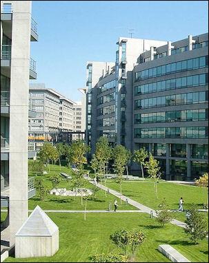 20111123-800px-Lenovo_Beijing_R&D_Campus.JPG