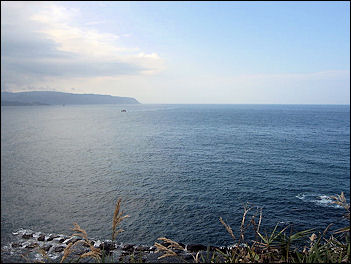 20111125-800px-View_of_South_China_Sea.jpg