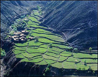 20111126-20090525-mountain_valley_fields_tibet_china_photo_gov.jpg