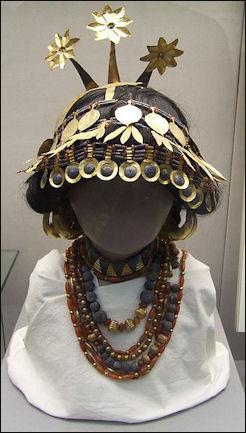 20120208-Reconstructed_sumerian_headgear_necklaces_british_museum.JPG
