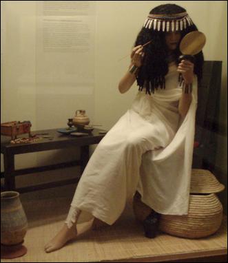 20120216-519px-AncientEgypt-LadyApplyingCosmetics-ROM.png