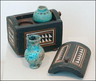 20120216-Cosmetics_case_Egypt.jpg