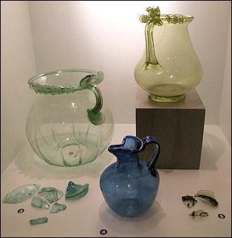 20120228-Pompeii_und_Glasfragmente.jpg