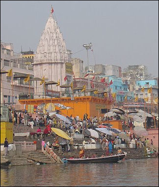 20120502-Busy_Ghat_Varanasi_India.jpg