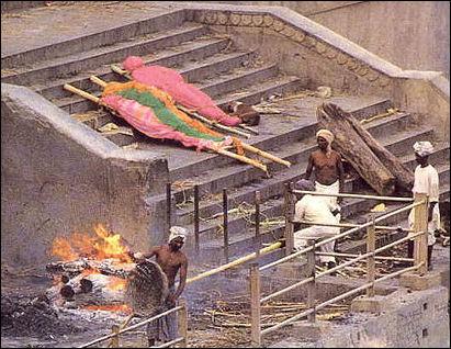 20120502-Cremation_in_Varanasi.jpg