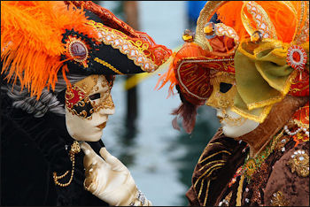 20120508-Carnival_-_Venice_Masked_Lovers_(2010).jpg