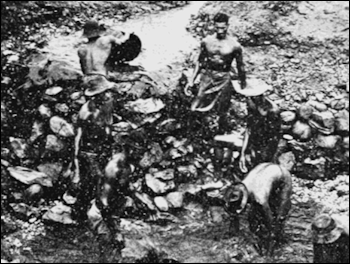 20120530-800px-PSM_V69_D283_Miners_bailing_water_to_collect_cascalho.png